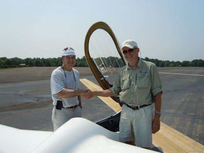 2012-05-25 - Concordia First Flight - Rand congratulating Dick after second test flight