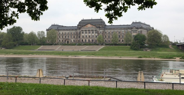 old governement building at the -right side- of the river Elbe